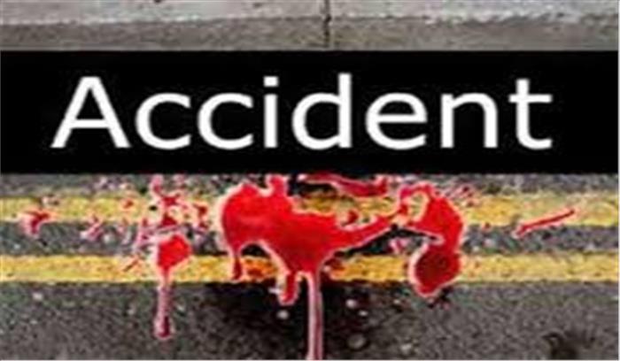 ऊधमसिंह नगर में पिकअप वाहन और बाइक की हुई भिडंत, गंभीर रूप से घायल युवकों को अस्पताल में कराया गया भर्ती