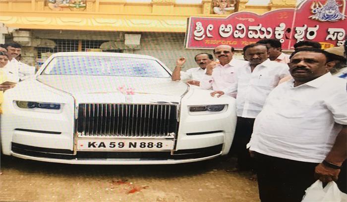 कर्नाटक कांग्रेस से इस्तीफा देने वाले विधायक एमटीबी नागराज ने खरीदी 11 करोड़ की रोल्स रॉयस फैंटम VIII कार