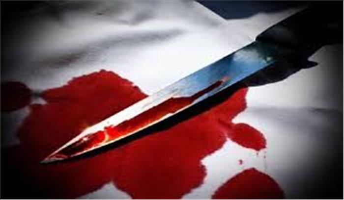 पति नाइट शिफ्ट से घर लौटा तो पत्नी को प्रेमी संग पाया , गुस्से में चाकू घोंपकर कर दी प्रेमी की हत्या
