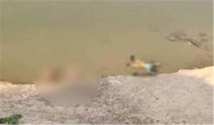 अब गाजीपुर में गंगा नदी में तैरती दिखी दर्जनों लाशें , शवों के कोरोना संक्रमित होने की आशंका , प्रशासन अलर्ट