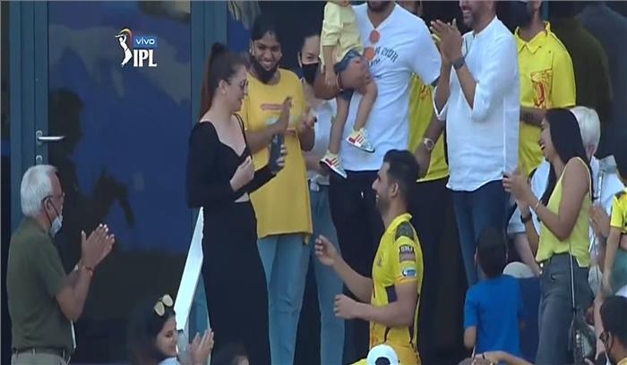 क्रिकेटर दीपक चहर ने फिल्मी अंदाज में प्रेमिका को ग्राउंड पर किया शादी के लिए प्रपोज , बधाइयों का लगा तांता