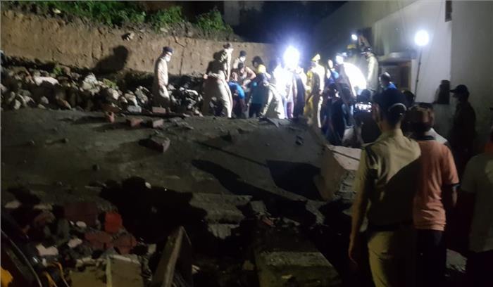 देहरादून में बारिश के बाद एक इमारत ढही , 2 लोगों की मौत , कई घायल