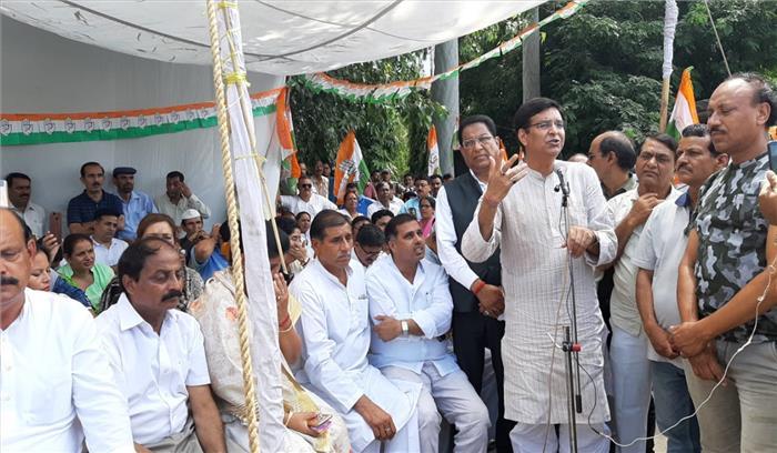 त्रिवेंद्र रावत सरकार की नीतियों के विरोध में कांग्रेस का पूरे प्रदेश में धरना प्रदर्शन , सरकारी एजेंसियों के दुरुपयोग के लगाए आरोप