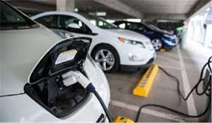 दिल्ली में कार रखना होगा अब महंगा, नई इलेक्ट्रिक व्हीकल ड्राफ्ट पॉलिसी हो रही तैयार