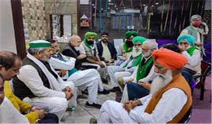 किसान 26 जनवरी को ट्रैक्टर रैली करने पर अड़े , दिल्ली पुलिस के साथ किसानों की बैठक जारी