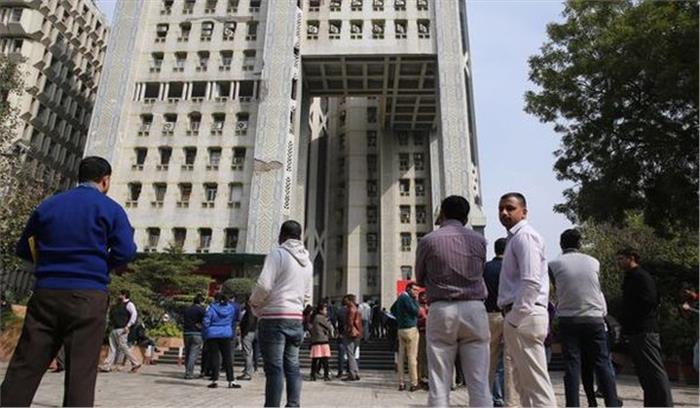 Breaking News - दिल्ली -एऩसीआर समेत उत्तर भारत में जोरदार भूकंप के झटके , 6. 1 तीव्रता के झटकों के घबराए लोग