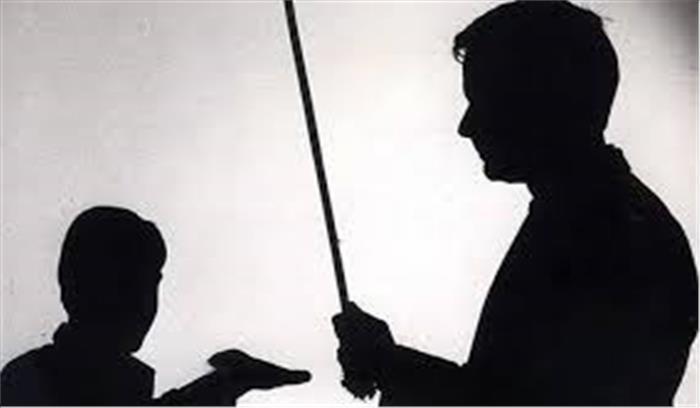 शाहजहांपुर में गिनती न सुना पाने की केजी के छात्र को चुकानी पड़ी बड़ी कीमत, शिक्षक ने आंख में घुसाई कलम