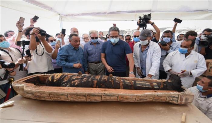 मिश्र में मिले 2500 साल पूराने 13 ताबूत , ममी खोलने के बाद अब लोगों को शाप लगने का सता रहा है डर