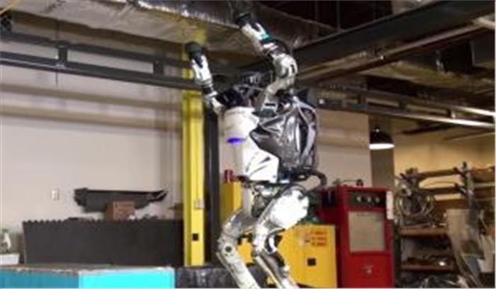 अब रोबोट करेंगे इलाज और लड़ेंगे चुनाव, जाने कहां होगा ऐसा
