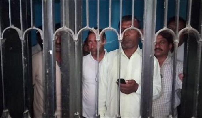 करनाल में बिजली चोरी की शिकायत पर कार्रवाई करने गई टीम को ग्राणीणों ने बनाया बंधक, पुलिस देखती रही