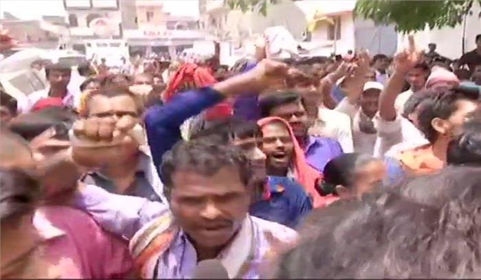 LIVE - मुजफ्फरपुर में 108 बच्चों की मौत के बाद पहुंचे नीतीश कुमार , गुस्साई जनता बोली