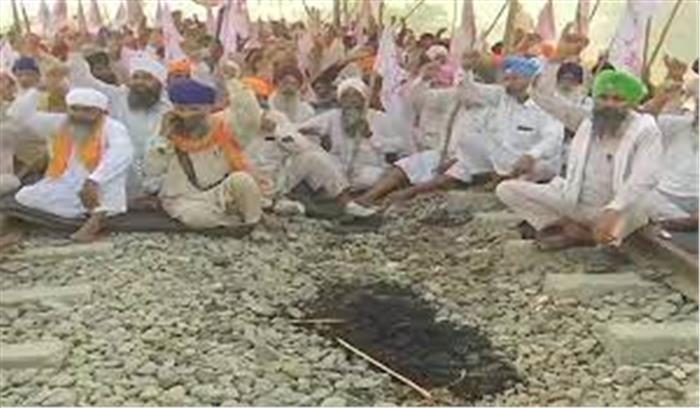 पंजाब - किसानों ने खत्म किया अपना आंदोलन , अमृतसर में किसानों ने रेल की पटरियां खाली की