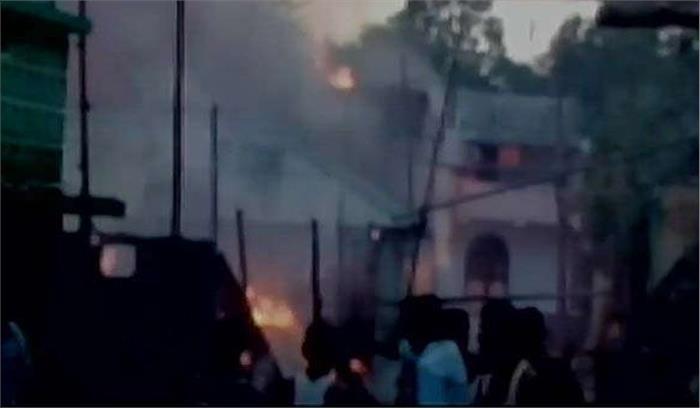 पटाखा फैक्टरी में आग लगने से 8 की मौत-35 घायल, 12 घर पूरी तरह खाक