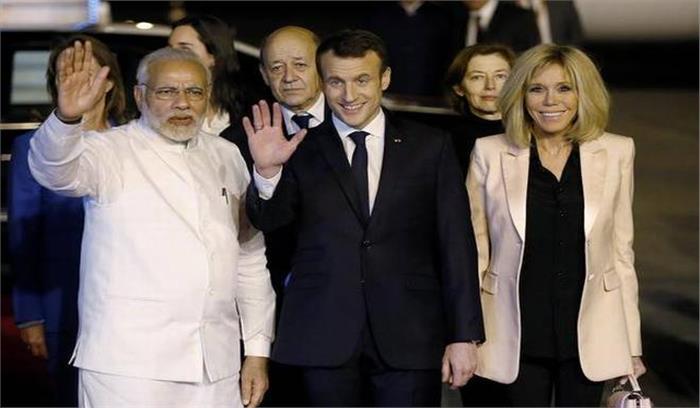 फ्रांसीसी राष्ट्रपति का भारत में जोरदार स्वागत, राष्ट्रपति भवन में दिया गया गार्ड आॅफ आॅनर