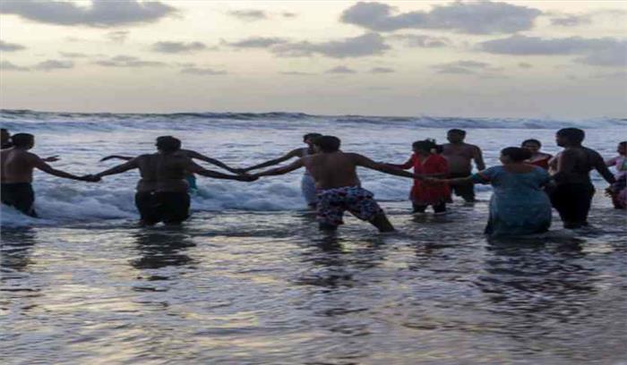 समुद्र के किनारे सेल्फी लेने वाले हो जाएं सावधान, गोवा सरकार ने जारी किए निर्देश
