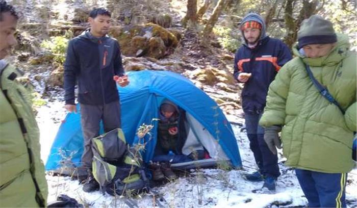 रुद्रप्रयाग में बर्फबारी के चलते गाइड समेत भटके दो फ्रांसीसी पर्यटक , SDRF ने 2 दिन बाद किया रेस्क्यू