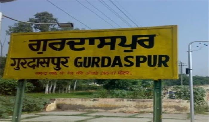 Breaking News- गुरदासपुर में BSF ने PAK की तरफ से घुसपैठ कर रही महिला को गोली मारी
