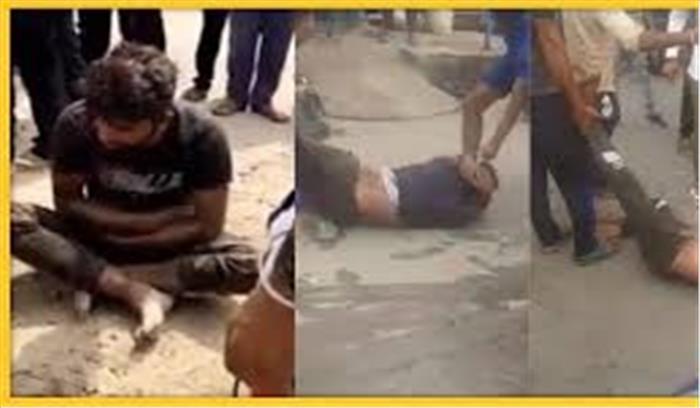 गुरुग्राम में कथित गोरक्षकों ने गोमांस के शक में युवकों को हथोड़े से पीटा, वीडियो वायरल