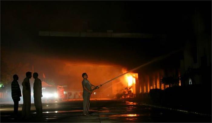 हल्दीराम कंपनी की फैक्टरी में लगी आग, रात भर चला आग बुझाने का काम