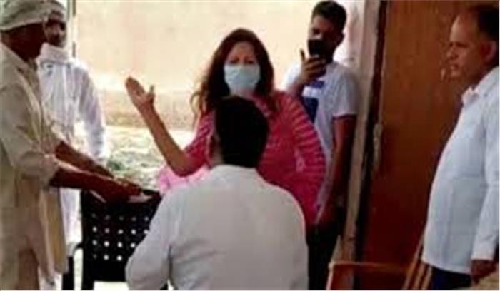 भाजपा नेता सोनाली फोगाट के थप्पड़कांड पर मुकदमा दर्ज , सियासत गरमाने पर सीएम खट्टर ने रिपोर्ट तलब की