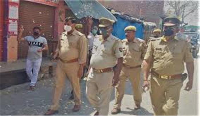 हाथरस केस - परिजनों की सुरक्षा में तैनात 3 पुलिसकर्मी कोरोना संक्रमित , अब राहुल -प्रियंका समेत कोई भी पीड़ितों से नहीं मिलेगा!