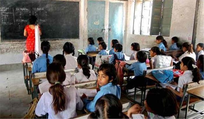 करीब 50 हजार रुपये वेतन लेने वाली प्राथमिक विद्यालय लंगासू की प्रधानाध्यापिका ने दिहाड़ी पर रखे पढ़ाने वाले, शिक्षा अधिकारी ने किया निलंबित