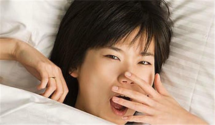 अगर आप सुबह सोकर उठने पर मुंह से आने वाली बदबू से हैं परेशान, ये हैं बड़े कारण