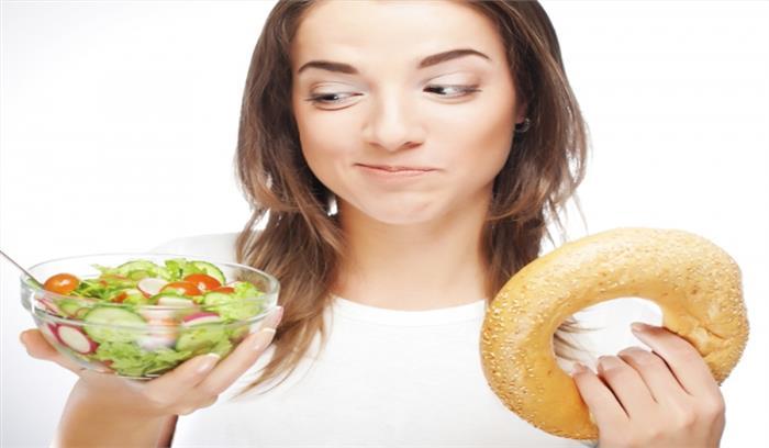 इन फूड को एक साथ खाना पड़ सकता है भारी, सेहत पर बन सकता है जानलेवा खतरा