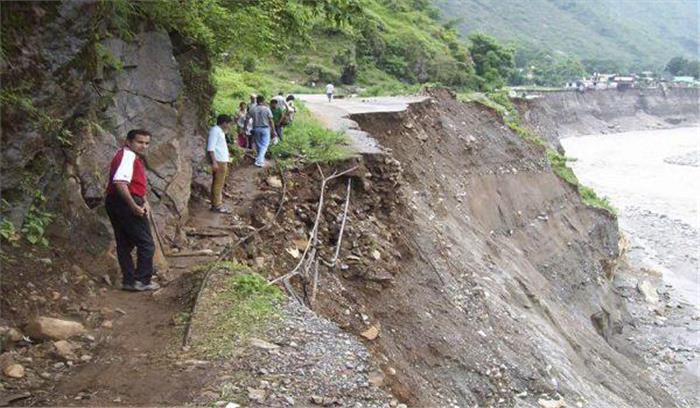 उत्तराखंड पर मौसम के साथ भूकंप की दोहरी मार, मलबा गिरने से कई संपर्क मार्ग हुए बंद