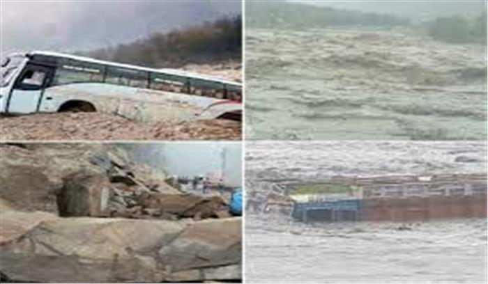 हिमाचल प्रदेश पर पड़ी कुदरत की जबर्दस्त मार, सैलाब में तिनकों की तरह बहे बस और ट्रक
