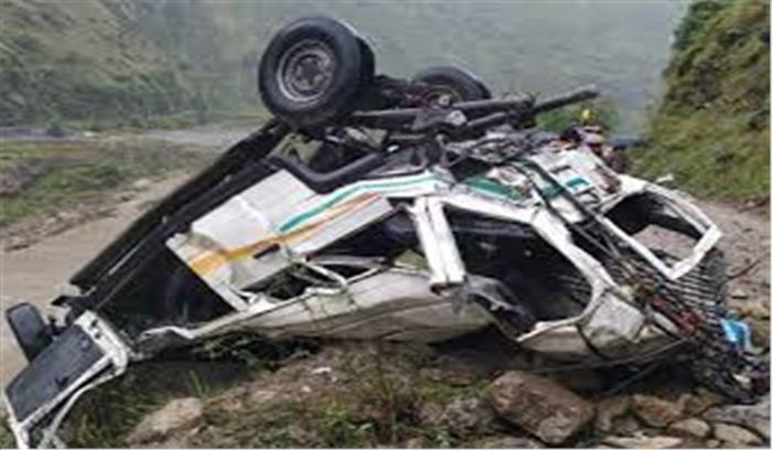 शिमला में हुआ भीषण सड़क हादसा, टैंपो ट्रैवलर के खाई में गिरने से 13 लोगों की मौत