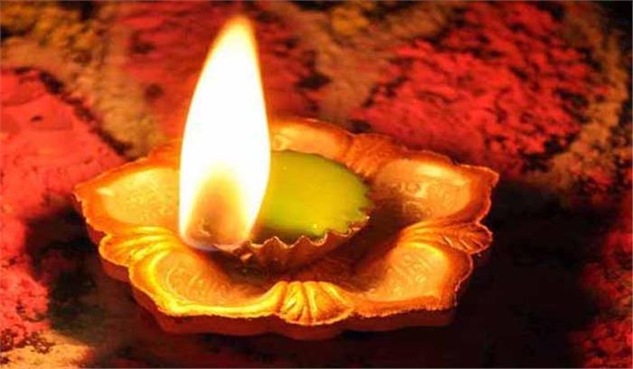 पूजा स्थल पर दीपक जलाने के दौरान न करें ये भूल, सही तरीके से जलाया गया दीपक लाएगा जीवन में उन्नति