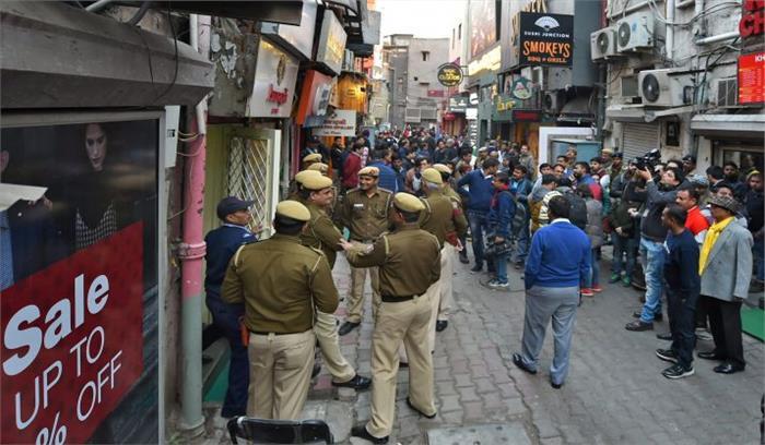 खान मार्केट में चला एनडीएमसी का डंडा, कई दुकानों को किया गया सील
