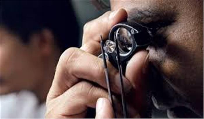 गुजरात के हीरा व्यापारी के ठिकानों पर IT विभाग की रेड , 500 करोड़ की हेराफेरी में 23 ठिकानों पर दबिश