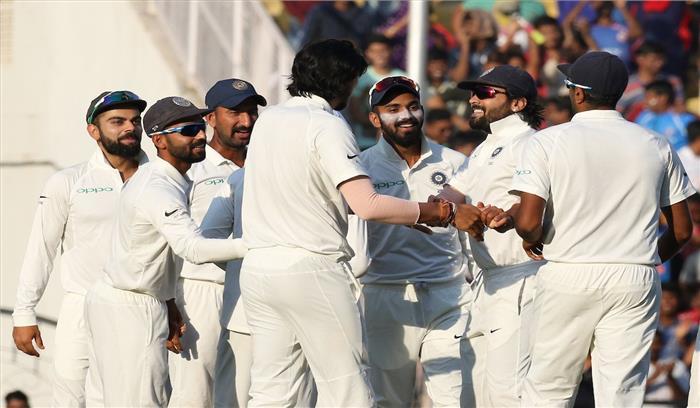 भारत ने श्रीलंका को दूसरे टेस्ट मैच में पारी और 239 रनों से हराया
