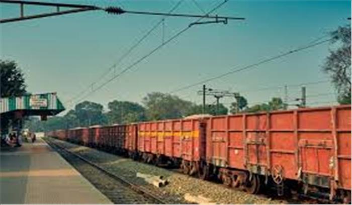 अब देश में चलेंगी निजी मालगाड़ियां ! रेल मंत्रालय ने कमाई बढ़ाने के लिए बनाई नई योजना