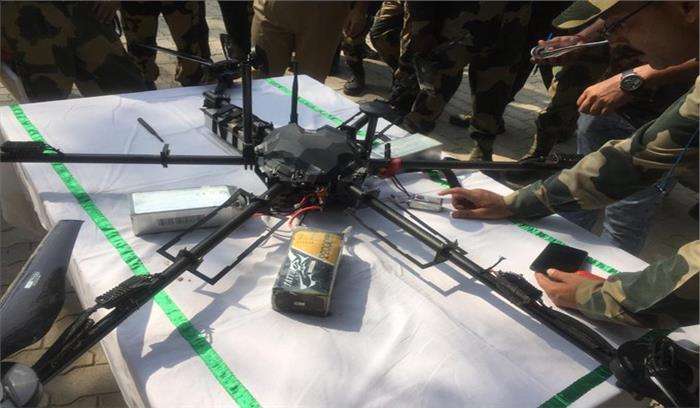 Breaking News - कठुआ में BSF ने पाकिस्तान के ड्रोन को मार गिराया , ग्रेनेड , M4 राइफल - मैग्जीन बरामद