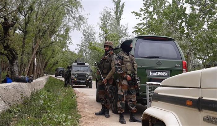 पुलवामा में सुरक्षाबलों और आतंकियों के बीच मुठभेड़ जारी, 1 को किया ढेर 1 फरार, सर्च आॅपरेशन जारी
