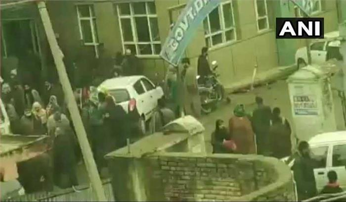 Breaking News- जम्मू कश्मीर के पुलवामा स्थित स्कूल में ब्लास्ट , 10 बच्चे घायल , सुरक्षाबलों ने घेरा इलाका