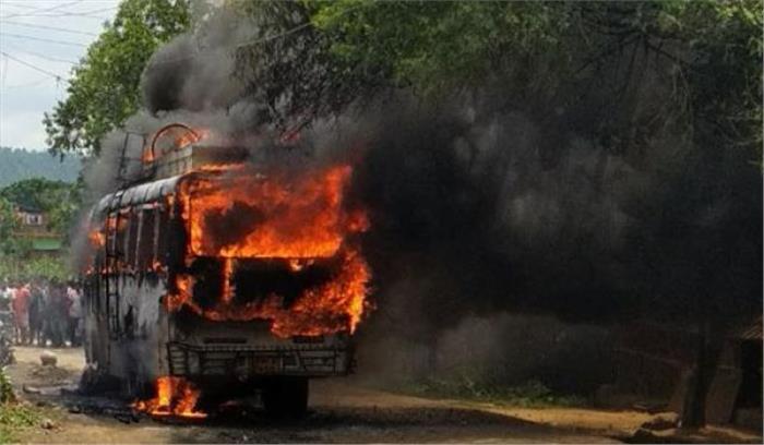 झारखंड में चलती बस बनी आग का गोला, कई लोगों के जिंदा जलने की आशंका