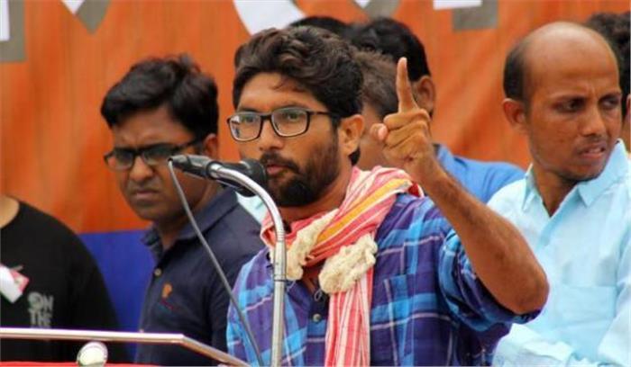 निर्दलीय चुनाव लड़ने वाले दलित नेता जिग्नेश के काफिले पर हुआ हमला, जान को खतरा बताते हुए सुरक्षा की मांग
