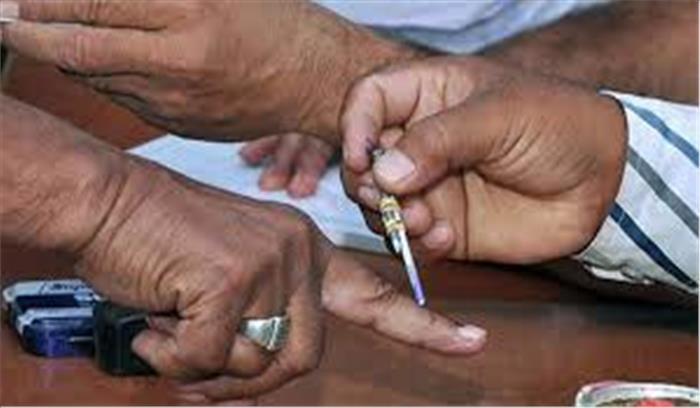 कर्नाटक में आज होगा ढाई हजार उम्मीदवारों के भाग्य का फैसला, मतदान शुरू, बड़े नेताओं ने डाला वोट