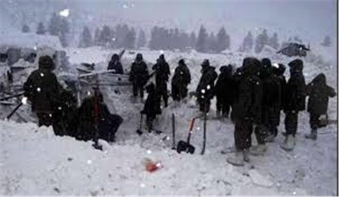 कश्मीर LIVE - कुपवाड़ा में भारी बर्फबारी के चलते 2 जवानों समेत 7 लोगों की मौत , हालात बेहद खराब