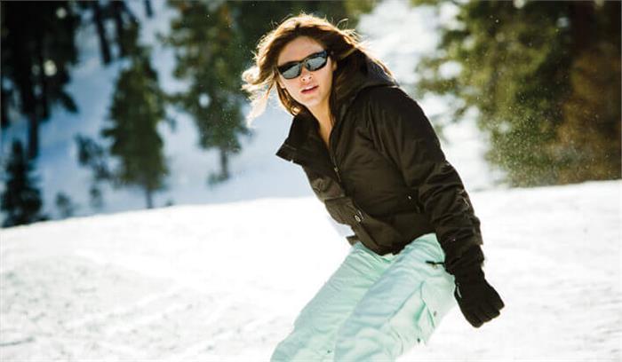 सर्दियों में भी लगाएं सनग्लास, आंखों की सुरक्षा के लिए बेहद जरूरी