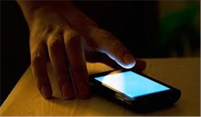 अगर सुबह करना चाहते हैं 'फील गुड', देर रात तक मोबाइल का न करें इस्तेमाल