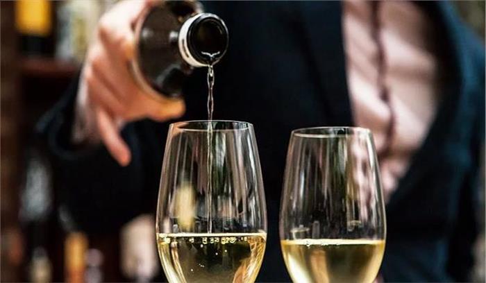 यूपी में दूसरे राज्यों से सीलबंद शराब लाने वाले हो जाएं सावधान, जुर्माने के साथ जेल की खानी पड़ेगी हवा