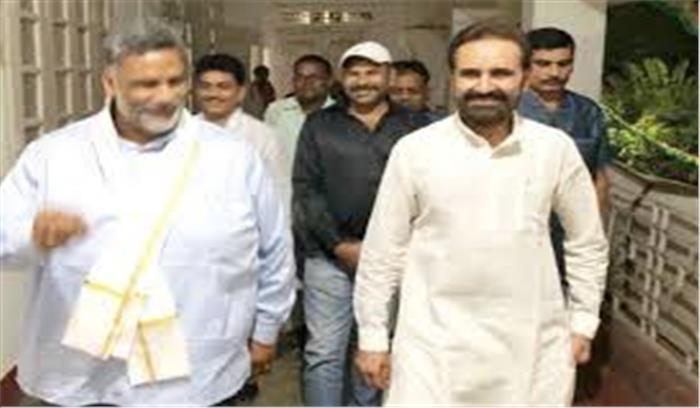 बिहार की राजनीति में अटकलों का बाजार गर्म, कांग्रेस प्रभारी से मिले पप्पू यादव
