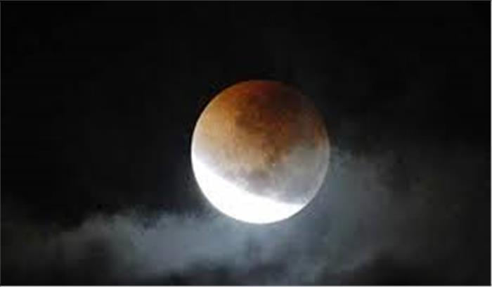 आज रात लगेगा साल का दूसरा चंद्रग्रहण , जानें किस राशि के जातक पर भारी पड़ेगा यह उपछाया ग्रहण