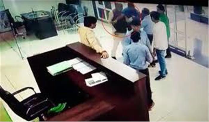खंडवा में भाजपा सांसद ने दिखाई दबंगई, पहचान पत्र मांगने पर टोलकर्मी को पीटा