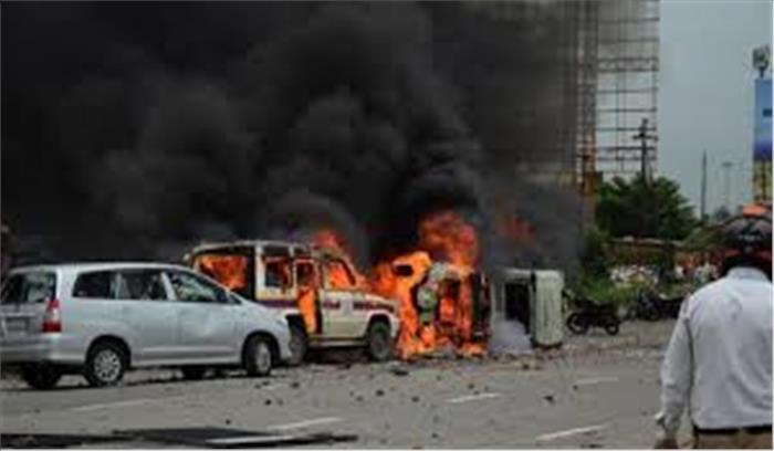 मराठा आंदोलन हुआ उग्र, पुणे और नासिक में कई वाहनों को किया आग के हवाले